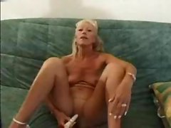 SEXY SHAVE BLONDE FRENCH GRANNY TOYING