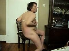 Fette Sau auf dem Stuhl vor Cam, exposed