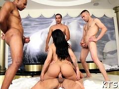 Ladybody welcomes big pecker to smash her asshole