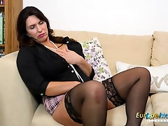 Muddy minded mature doll in ebony pantyhose and high high-heeled shoes isn't timid to fap for us