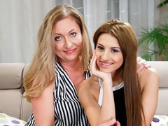 The hottest lesbian morning with Sarah Cute and Elizabeth Bee
