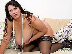 Sultry mature BBW in stockings plays with her cunt
