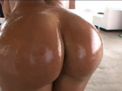 Giant boobies milf Lisa Ann analyzed by throbbing dick