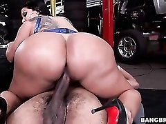 Creampie in the cunt of a huge ass Latina