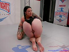 Catfight strap-on porn with Johnny Starlight and Jenevieve Hexxx