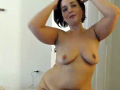Curvey shows off sexy